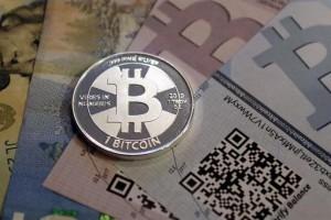 bitcoins-1926680w645